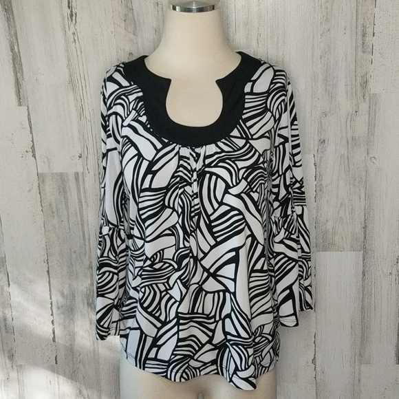 CHICO'S White Black Pattern Bell Sleeve Top M 8 10